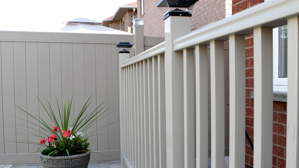 Feature-Vinyl-Railing-and-Fence